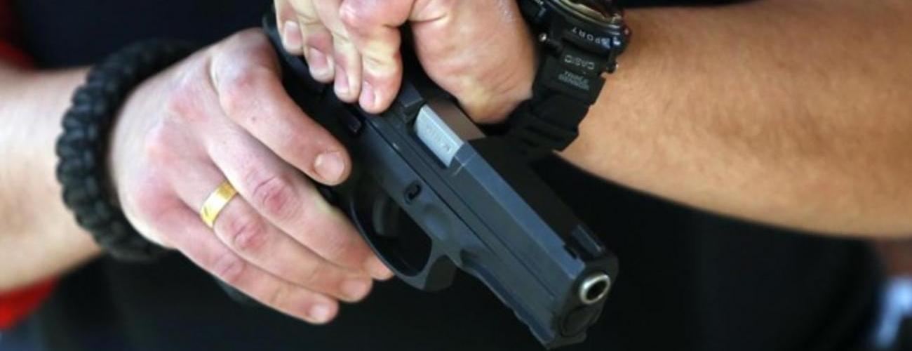 ვის აქვს ნებართვა შეიძინოს, შეინახოს ან ატაროს ცეცხლსასროლი იარაღი